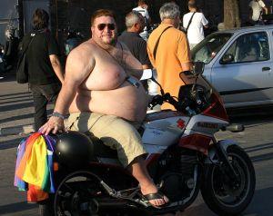 754px-Overweight_biker