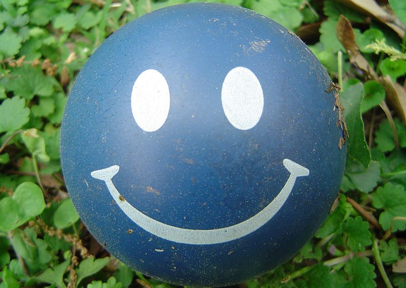 800px-Happy_face_ball