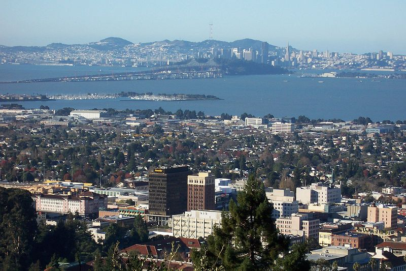 800px-Berkeley-downtown-Bay-bridge-SF-in-back-from-Lab