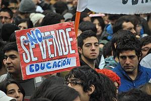 300px-La_educación_no_se_vende
