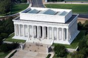 800px-Aerial_view_of_Lincoln_Memorial_-_east_side_EDIT