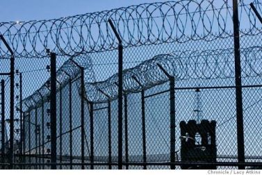 Folsom-Prison-periphery-modern-razor-wire-electric-fence-1880-tower-110707-by-Lucy-Atkins-SF-Chron